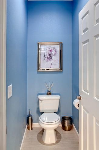 4Зашла в туалет а на стене